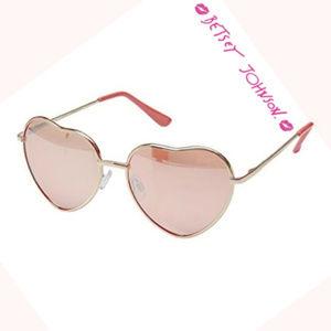 💗 Betsey Johnson 💗 Rosey Hearts Sunglasses